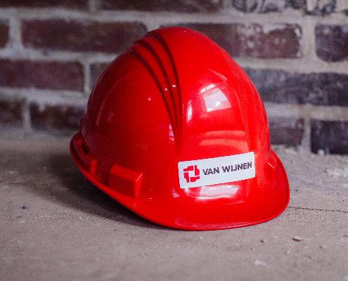 foto van rode bouwhelm